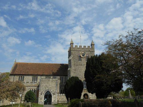L'église de Wye, où trône habituellement l'Union Jack au sommet de sa tour…